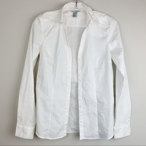 ✨ Crisp white fitted button- down blouse